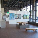 飯田さんの作品と松永さんの家具