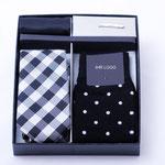 Firmengeschenk Geschenkset Krawatte Einstecktuch Einstecknadel Socken