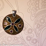 Dia. 3 cm sur cuivre texturé, fil d'argent : 45 €
