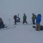 Vorbereiten zur Abfahrt im Nebel