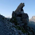 Bizarre Felstürme rahmen den Mont Blanc ein