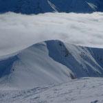 Blick vom Gipfel zur Nebeldecke