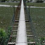 Hängebrücke über die Maggia bei Someo
