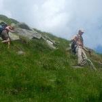 Steiler Abstieg von einem Vorgipfel des Corno Mud