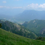 Tiefblick ins Val Solda, im Hintergrund der Lago di Como