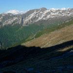 Monte Rosa und Mischabelgruppe über der Alpe Ribia