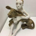 femme avec chien sur les genoux 2019 Terracotta 45 x 16 x 37 cm