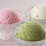 納豆アイス(バニラ・抹茶・ストロベリー)(315円) 定番のデザートです。全国でも大人気!