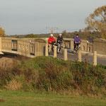 Über die alte Sichertshäuser Brücke geht die Fahrt weiter.