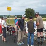 Ein kurzer Stopp bei Fronhausen wird fürs Protokoll genutzt.
