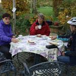 Am 26. Oktober genießen wir den goldenen Oktober im Garten von Frau Findt.