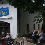 Am 22. Mai 2017 rasten wir in Caldern's Mühlenbäckerei Pfeiffer (rechts im Bild).