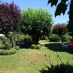 Im Garten von Butik Findt in Sichertshausen kann man gut rasten.