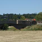 Dank Reinhilds Werkzeug kann es bald weitergehen, und zwar über die Sichertshäuser Brücke