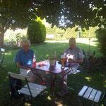 Am 31. August sind wir wieder in Sichertshausen im schattigen Garten von Frau Findt.