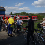 Auf dem Rückweg müssen wir in Sarnau der Kurhessenbahn die Vorfahrt lassen.