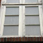 ... und den, wie oft üblich, stark vernachlässigten Fensteranstrichen ...