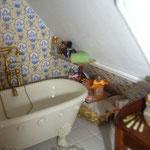 Baldas de cristal de Femi Reyes; sales de baño de Sofía Velasco: Sophía Miniaturas; toallas bordadas de Carmeli Sepúlveda; pastilla de jabón de Marini