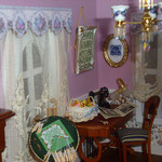 Cesto de costura de Pedro Trigos: Pedrete Miniaturas; cuadro bordado con letras de Carmeli Sepúlveda; revista de modas de Susana García: susanahobby