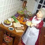 Col lombarda, cebollas y rodajas de salmón de Angie Scarr; tomates y cuenco de ensalada de Montse Monllor: Monimon;