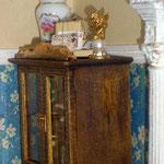 Atado de correos de Montse Folch; figura con angelito de Pedro Trigos: pedrete miniaturas