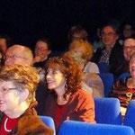 Le public dans la salle du théatre de l'Archipel
