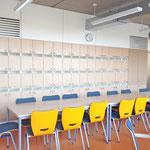 Gymnasium Reutershagen: Lehrerzimmer mit Post- und Schließfachanlage angepasst an die baulichen Gegebenheiten