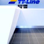 Überseehafen, TT-Line Abfertigungshalle: Tresen in stilisierter Schiffsform