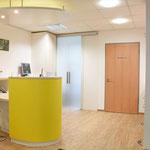 Physiotherapiepraxis  - Empfangsbereich mit abgetrennten Personalbereich