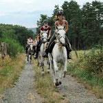 Rando à cheval avec la ferme deTréphy, Clédat, correze, village abandonné, visite, randos, VTT, dos d'ânes, Cheval, fête des roses, cocquelicontes, fête du pain, maquis,