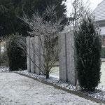 Leventina Granit Stelen