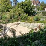 Sandsteintrockenmauer bepflanzt mit Kräutern und Heilpflanzen