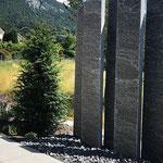 Calanca Granit Stelen