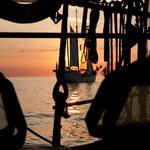 Das Plätschern der Wellen auf Holz zur Hanse Sail
