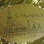 Der von uns geschaffene, vergoldete Schlüsselanhänger mit dem Schwabacher Wahrzeichen