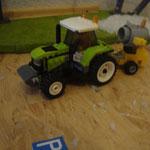 Wegfahren der Schneekanonen mit Hilfe eines Traktors