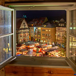 Jena, Blick aus dem Rathaus auf den Weihnachtsmarkt