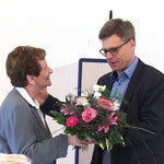 Michael Götz dankt Eva Schröter für ihren Vortrag