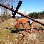 """Die Kräfte schwinden - Jesus stürzt. Er kriecht dem Kfz-Sperrgraben entgegen in Richtung Freiheit. """"Vater, wenn du willst, so lass diesen Kelch an mir vorüberziehen..."""""""
