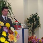 Pastor Fabich bei der Predigt