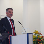 Pastor Dr. László Szabó bei der Predigt