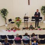 Dr. Roland Fischer bei der Predigt
