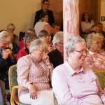 Blick in den Saal während der Predigt