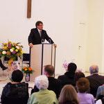 Pastor Reinhard Jurke bei der Predigt