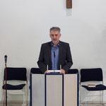 Pastor Dr. László Szabó beim Vortrag