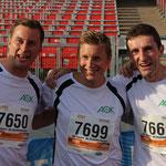 3 erfolgreiche Läufer (darunter der schnellste - Nr. 7650, ganz links)