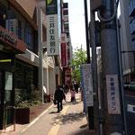 三井住友銀行方向へ直進です