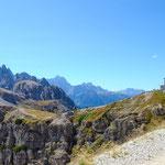 im Hintergrund die Auronzo Hütte