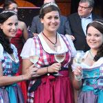Weinkönign Esther mit Christine und Lena