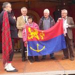 Schots en Scheif schenken uns Venlo-Fahne